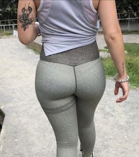 Mujeres sexys haciendo ejercicio leggins deportivos