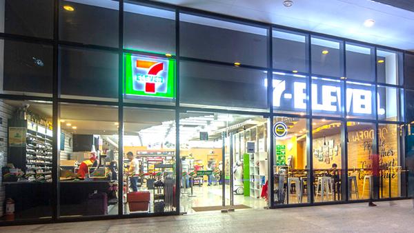 Huge 7-Eleven store in Manila