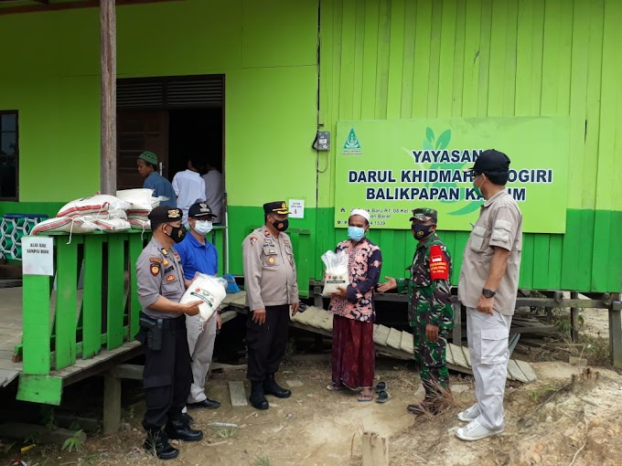 Kompak Kunjungi Dua Lokasi di Kariangau, Tiga Pilar Kamtibmas Balikpapan Barat Berikan Bantuan Sembako