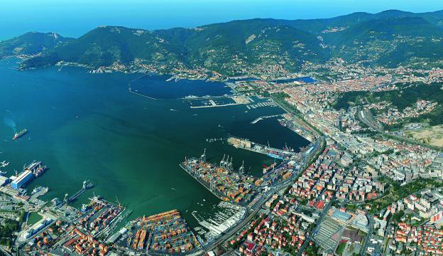 La community portuale di La Spezia contro il rinnovo della concessione deciso sul filo di lana
