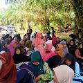 Menjalin Silaturrahmi, Warga Desa Suak Putat lakukan Ziarah Kubur Bersama