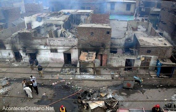 Casas de cristianos quemadas en Pakistán