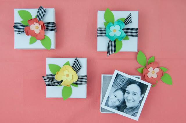 Mother's Day Photo Gift Boxes from www.jengallacher.com. Add your photos to a jewelry box and then add paper flowers and ribbon to each box. #mothersday #mothersdaycraft #kidscraft #paperflowers #jengallacher