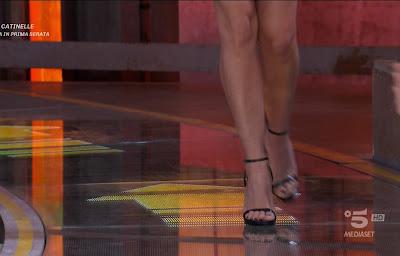 Claudia Ruggeri gambe piedi scarpe avanti un altro 17 marzo