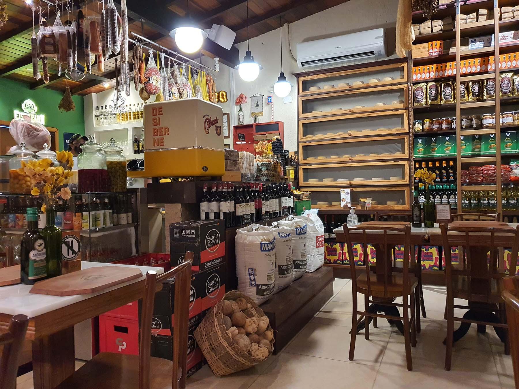 Onde comer em Paraty : restaurante Celeiro Armazém Tropical