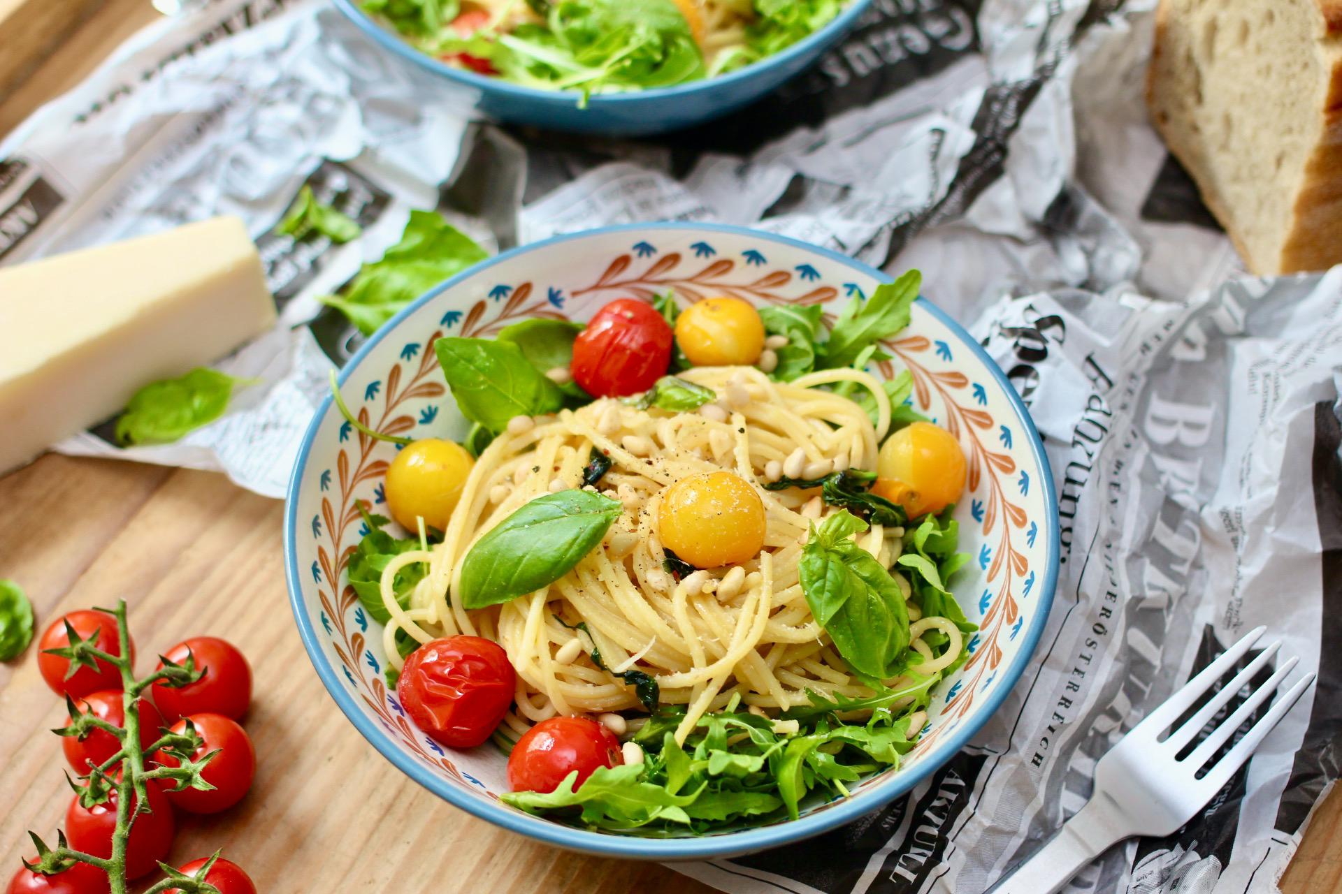 Spaghetti mit Paradeisern und Basilikum