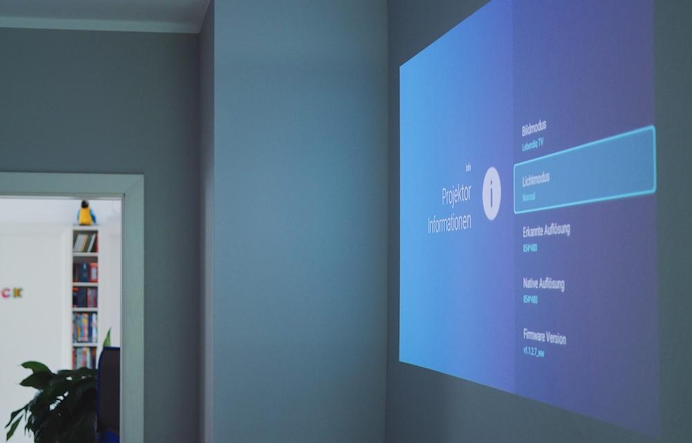 """Der mobile BenQ GV-1 Mini Beamer als Schlafzimmer TV   Mein """"Ab an die Decke"""" Projekt"""