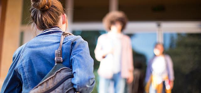 Lei 13.819 prevenção suicídio e automutilação nas escolas