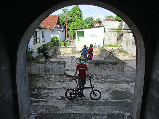 Keliling Tamansari dengan  bersepeda