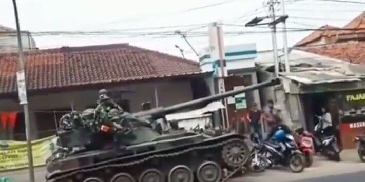 Penjelasan Kapendam III Siliwangi Soal Viralnya Tank AMX Seruduk Motor dan Gerobak Penjual Gorengan