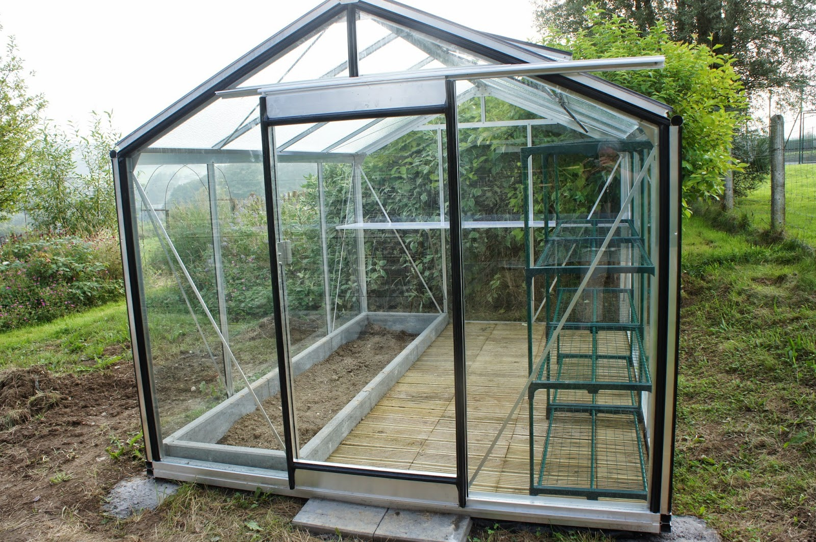 sous le ciel ardennais une serre pour les semis et les tomates. Black Bedroom Furniture Sets. Home Design Ideas