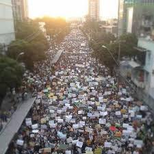 O povo brasileiro acordou e foram as ruas.