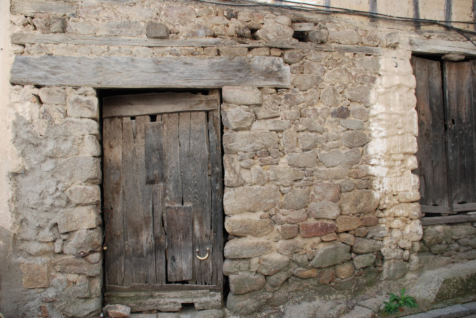 Evoluci n de viviendas y agricultura en moraleja for Fotos de puertas de madera antiguas
