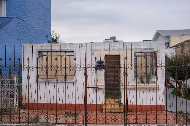 Casa sendo reformada, parcialmente demolida