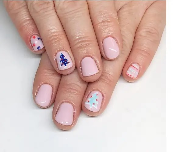 Pink and blue - the most prominent drawings of manicure for Christmas this year: