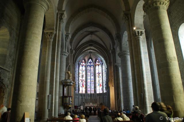 Interno della basilica di Carcassonne