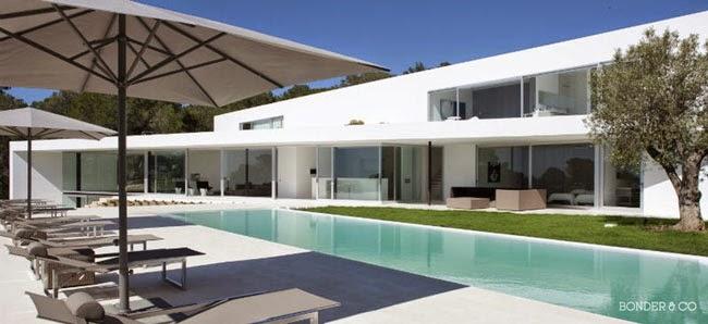 Casas minimalistas y modernas casa ultramoderna en cala for Casa ultramoderna