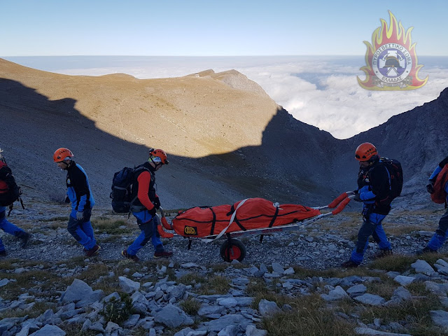 Η επιχείρηση ανάσυρσης και μεταφοράς ορειβάτη που έχασε τη ζωή του στο Όλυμπο (βίντεο)