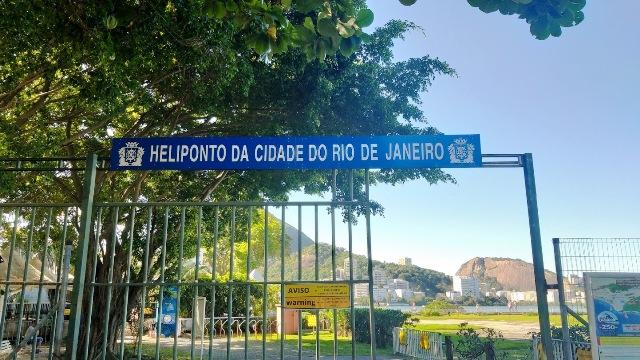 Entrada do Heliponto na Lagoa Rodrigo de Freitas no Rio de Janeiro para um voo de helicóptero