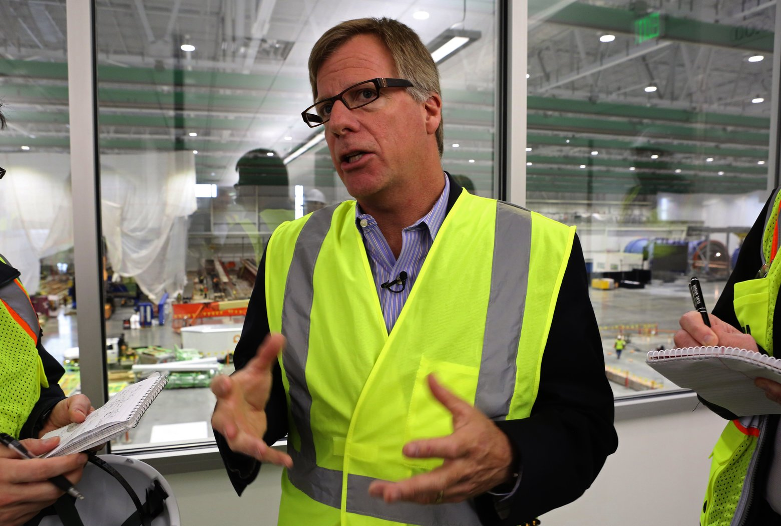 Boeing deepens jetliner job cuts as risk of sales downturn looms bloomberg - Eric Lindblad Seen Here Giving A Tour Of Boeing S Massive New 777x Composite Wing Center In May Will Step Up To Head The New Jet Program In January