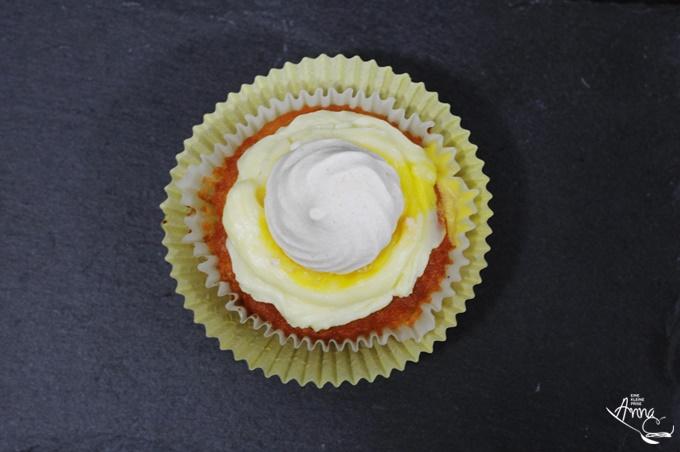 Zitronen-Baiser-Cupcakes Ansicht von oben