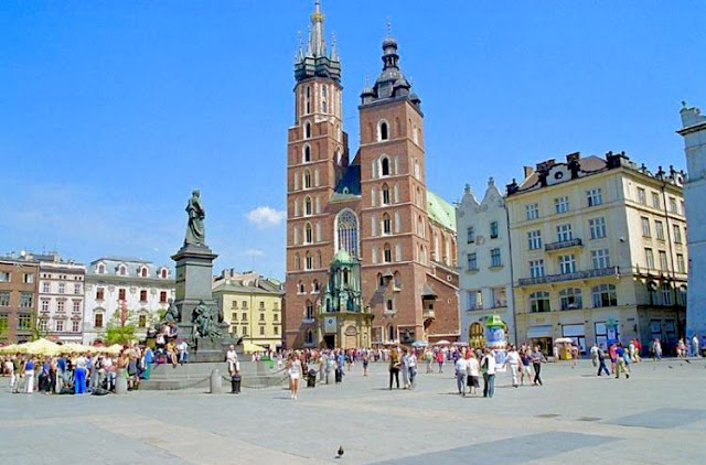The Wandering Weekenders- A guest post from Evelina at Fortunate House Blog about 4 cities you have to visit in Poland. Evelina grew up there and has some wonderful insights!