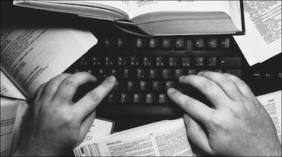 أفضل 4 برامج لترجمة النصوص على الكمبيوتر مجانًا (عربي - إنجليزي)