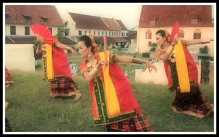 Tari Kipas Pakarena Tarian Tradisional Dari Sulawesi Selatan