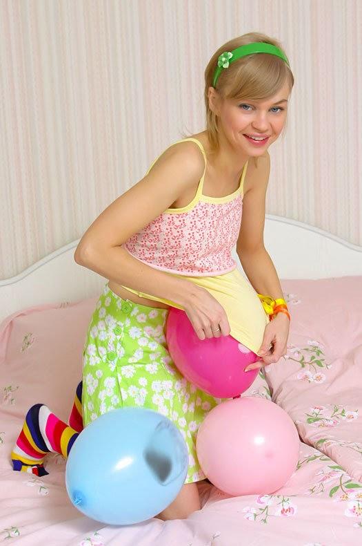 9052856010 [Stunning18] Cindy B - Balloons