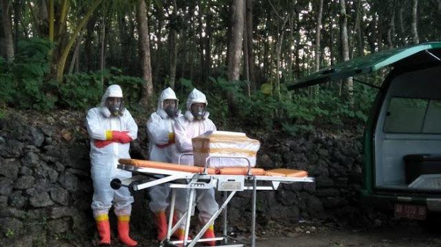 Kisah Pilu Pemakaman Bayi PDP Covid-19 Berusia 10 Hari, Petugas Tahan Tangis saat Azani Jenazah