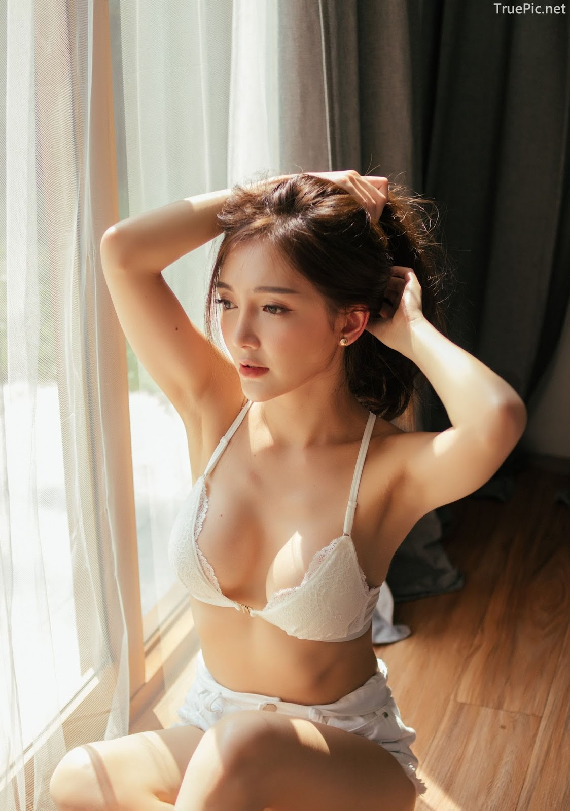 Thailand sexy model Rossarin Klinhom with photo album By your side - Picture 2