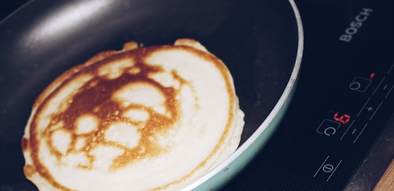 Pancakes - Ihr seit immer noch auf der Suche nach einem Rezept für leckere, leichte Pancakes? Mein Freund und ich haben hier lange herumprobiert und das für uns beste und einfachste Rezept gefunden. Was ihr für Zutaten dafür braucht und wie das funktioniert ab sofort auf meinem Blog www.moreaboutdanie.at
