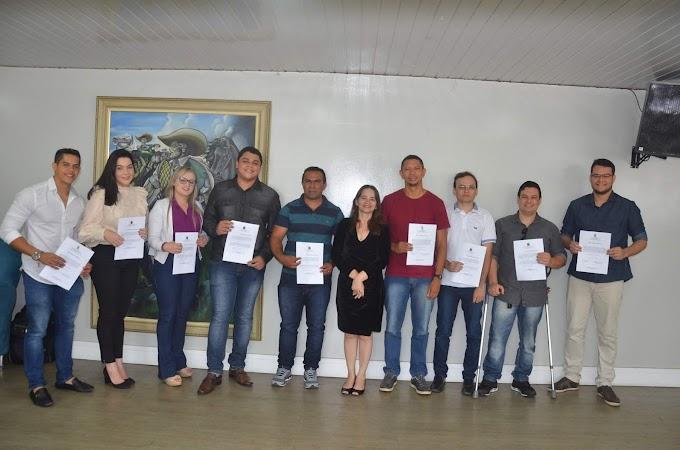 Aprovados tomam posse e presidente Ivonete garante prorrogação do concurso da CMCG