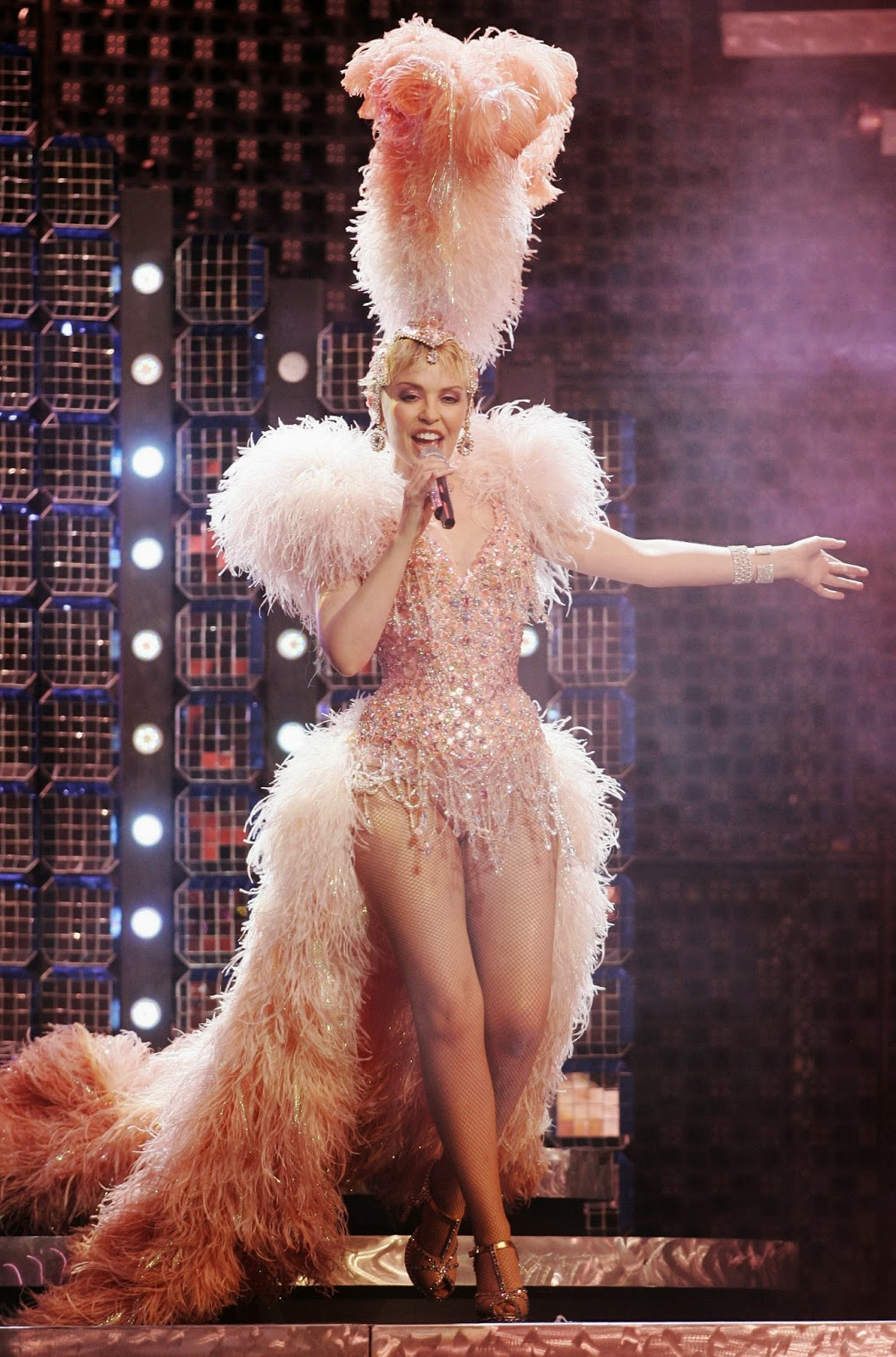 Live On Stage Kylie Minogue Show Homecoming Tour
