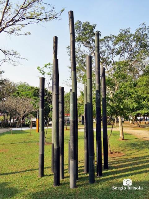 Close-up da Escultura Bambuzal - Praça Adolpho Bloch - Jardim Paulista