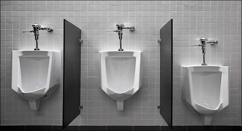 Onze urinoirs zijn heel hoog