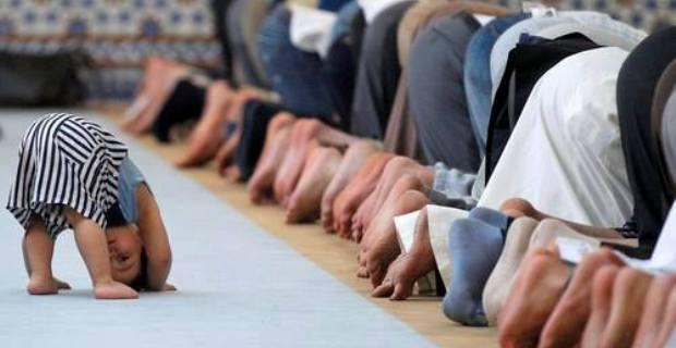 Kita Harus Bagaimana, Jika Anak Menangis ketika Shalat Jamaah? Berikut Dijelaskan!