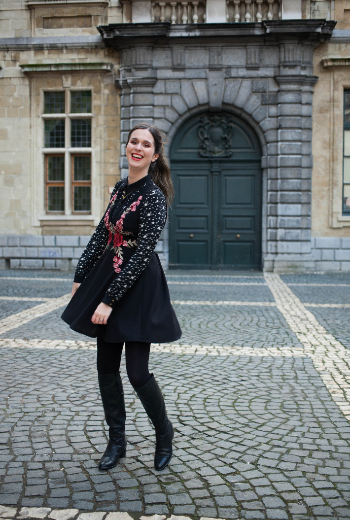 Outfit: printmixing flowers and stars, knee high boots