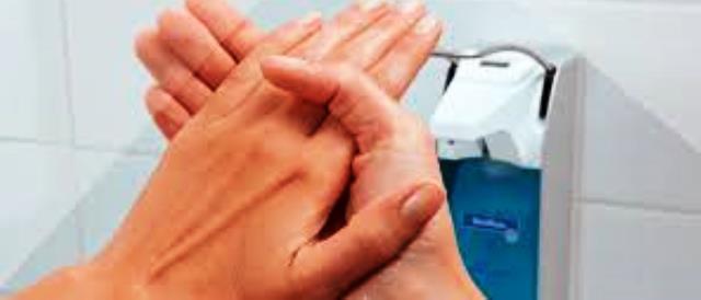 Ανακαλούνται γνωστά αντισηπτικά χεριών με εντολή του ΕΟΦ