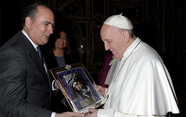 El Papa Francisco conoce al Señor del Gran Poder