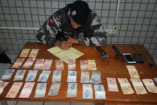 PM prende suspeitos de roubo e apreende armas, motos e dinheiro em GBA