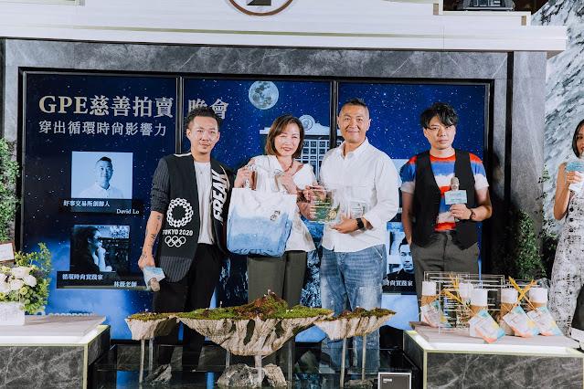 藍心湄作品 由左至右:知名服裝設計師周裕穎、iRoo總監Ginger、好事交易所執行長 David、國際時尚大師李佑群