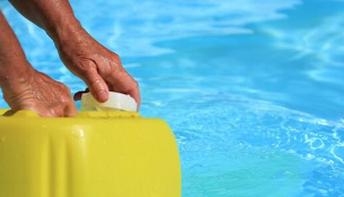 Benefits of Using Pool Algaecide