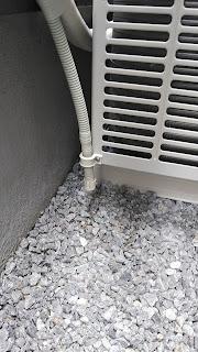 参考写真:あるべきエアコン排水ホース