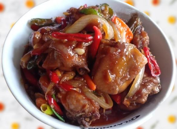 Menu Sahur dan Buka Puasa Lezat dan Praktis Masak Ayam Bumbu Tomat