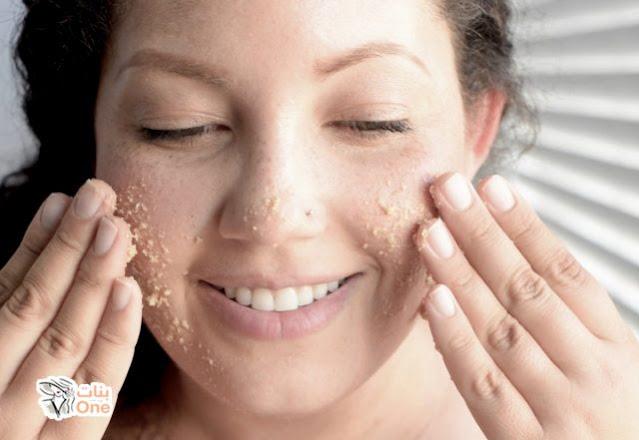 Eliminer les cellules mortes de la peau avec ce peeling naturel à la maison