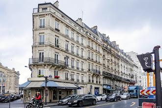 Paris : Immeubles factices et fausses façades, mystification urbanistique, trompe-l'oeil esthétique et mystère de la fonction