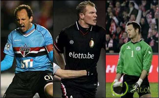 Dalam dunia sepakbola, sang striker -lah yang selalu mencuri perhatian ...