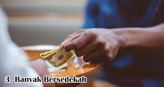 Banyak Bersedekah merupakan salah satu amalan sunnah untuk menyambut maulid nabi