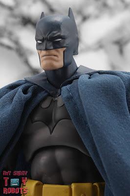MAFEX Batman (Batman: Hush) 01